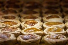 Βουτύρου tarts, μικρό μέγεθος, για την πώληση στο ράφι μιας καναδικής αγοράς του Τορόντου Βουτύρου ξινός είναι σύμβολο της καναδι στοκ φωτογραφία