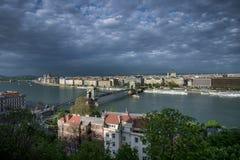 Βουδαπέστη, Ουγγαρία - άποψη γεφυρών και παρασίτων αλυσίδων Στοκ εικόνες με δικαίωμα ελεύθερης χρήσης