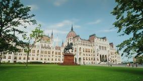 Βουδαπέστη, Ουγγαρία, τον Ιούνιο του 2017: Το Steadicam πυροβόλησε - το ουγγρικό κτήριο του Κοινοβουλίου στη Βουδαπέστη - ένα προ φιλμ μικρού μήκους