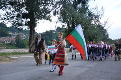 Βουλγαρικοί καλλιτέχνες στα λαϊκά κοστούμια Στοκ φωτογραφία με δικαίωμα ελεύθερης χρήσης