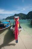 Βουδιστικά μαντίλι προσευχής που σηκώνονται Phi παραλιών Phi στο νησί Thail Στοκ Εικόνα