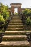 Βουδιστικές σκαλοπάτια και πύλη ναών Στοκ φωτογραφία με δικαίωμα ελεύθερης χρήσης