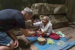 Βουδιστική καλόγρια στο ναό Στοκ Φωτογραφίες