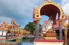 Βουδιστική παγόδα, μέρος του ναού σύνθετο Wat Plai Laem στο νησί Samui Στοκ φωτογραφίες με δικαίωμα ελεύθερης χρήσης