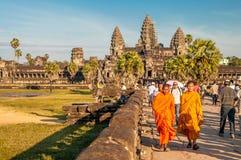 Βουδιστικοί μοναχοί σε Angkor Wat Στοκ Εικόνες