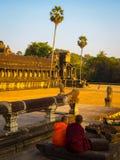 Βουδιστικοί μοναχοί σε Angkor Wat Στοκ φωτογραφίες με δικαίωμα ελεύθερης χρήσης