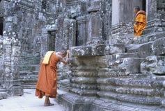 Βουδιστικοί μοναχοί στο Bayon, Angkor Στοκ εικόνα με δικαίωμα ελεύθερης χρήσης