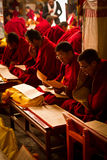 Βουδιστικοί μοναχοί του μοναστηριού Lhasa Θιβέτ Drepung Στοκ φωτογραφία με δικαίωμα ελεύθερης χρήσης