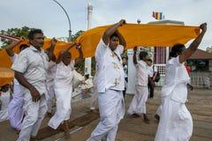 Βουδιστικοί προσκυνητές σε Anuradhapura στη Σρι Λάνκα Στοκ εικόνα με δικαίωμα ελεύθερης χρήσης