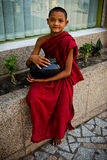 Βουδιστικός μοναχός αρχαρίων Yangon, το Μιανμάρ στοκ εικόνες