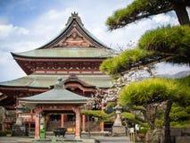 Βουδιστικός ναός άνοιξης στην Ιαπωνία στοκ φωτογραφία με δικαίωμα ελεύθερης χρήσης
