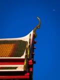 Βουδιστικός ναός και το φεγγάρι Στοκ Εικόνες