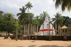 Βουδιστικός ναός στο οροπέδιο μάγκο Mihintale, Σρι Λάνκα στοκ φωτογραφία με δικαίωμα ελεύθερης χρήσης