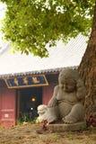 Βουδιστικό άγαλμα μοναχών σε ένα Termple στοκ φωτογραφία