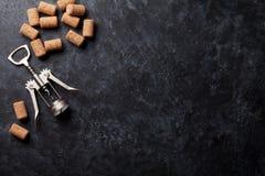 βουλώνει το κρασί ανοιχ&ta Στοκ εικόνα με δικαίωμα ελεύθερης χρήσης