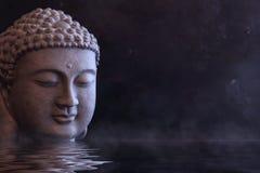 Βούδας Zen, θρησκευτική έννοια στο σκοτεινό έδαφος στοκ φωτογραφίες με δικαίωμα ελεύθερης χρήσης