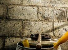 βούρτσα και τοίχος στοκ φωτογραφίες με δικαίωμα ελεύθερης χρήσης