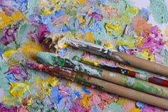 Βούρτσα στο υπόβαθρο των χρωμάτων Στοκ φωτογραφίες με δικαίωμα ελεύθερης χρήσης