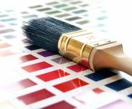 Βούρτσα χρωμάτων και swatch χρώματος Στοκ Φωτογραφία