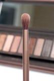 Βούρτσα Makeup και παλέτα σκιάς ματιών Στοκ εικόνες με δικαίωμα ελεύθερης χρήσης