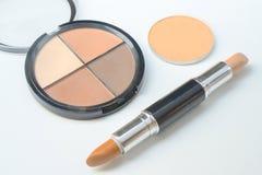 Βούρτσες και καλλυντικά σύνθεσης, σύνολο βούρτσας makeup και παλέτα περιγράμματος, εξαρτήματα γυναικών στοκ εικόνες με δικαίωμα ελεύθερης χρήσης