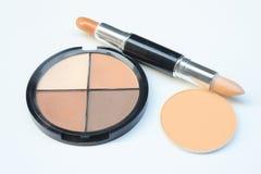 Βούρτσες και καλλυντικά σύνθεσης, σύνολο βούρτσας makeup και παλέτα περιγράμματος, εξαρτήματα γυναικών στοκ εικόνα με δικαίωμα ελεύθερης χρήσης