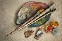 Βούρτσες και καλλιτέχνης χρωμάτων Στοκ φωτογραφίες με δικαίωμα ελεύθερης χρήσης