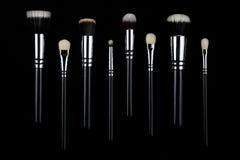 Βούρτσες Makeup στο μαύρο υπόβαθρο Στοκ Φωτογραφία