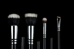 Βούρτσες Makeup στο μαύρο υπόβαθρο Στοκ Εικόνα