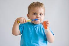 βούρτσισμα των δοντιών μο&upsi Στοκ Εικόνα