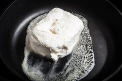 Βούτυρο σε ένα τηγανίζοντας τηγάνι Στοκ Εικόνες