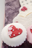 Βούτυρο cookiesn και cupcake Στοκ Φωτογραφία
