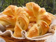 Βούτυρο croissants με το άλας του Ιμαλαίαυ Στοκ Φωτογραφία
