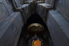 Βούδας μέσα στο ναό Angkor Wat, Καμπότζη Στοκ Εικόνες