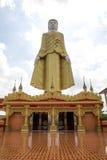 Βούδας που στέκεται στην επαρχία Myawaddy, κράτος της Karen, Myanma Στοκ Φωτογραφία