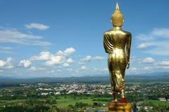 Βούδας που στέκεται χρυσός Στοκ Φωτογραφία