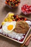 Βολιβιανό πιάτο αποκαλούμενο Silpancho Στοκ Εικόνες