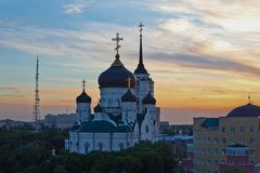 Βράδυ Voronezh το καλοκαίρι, Annunciation καθεδρικός ναός στην ΤΣΕ ηλιοβασιλέματος Στοκ φωτογραφία με δικαίωμα ελεύθερης χρήσης