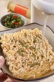 βράζοντας noodles γρήγορο wa προ&epsi στοκ φωτογραφίες με δικαίωμα ελεύθερης χρήσης