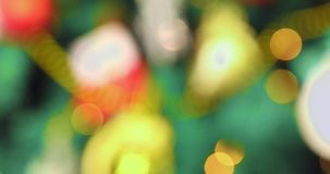 Βράση του χριστουγεννιάτικου δέντρου και της στροφής θαμπάδων που καθαρίζουν απόθεμα βίντεο