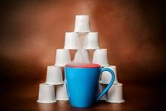 Βράσιμο στον ατμό του υποβάθρου χαλκού πυραμίδων καφέ και λοβών Στοκ εικόνα με δικαίωμα ελεύθερης χρήσης