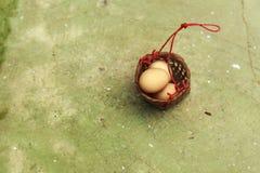 Βράστε τα αυγά τις καυτές ανοίξεις στοκ φωτογραφία με δικαίωμα ελεύθερης χρήσης