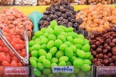 Βράστε τα φρούτα στο σιρόπι στοκ φωτογραφία
