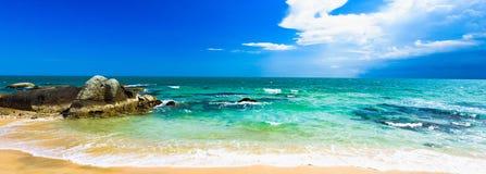 Βράχοι ακτών του Βιετνάμ θάλασσας Νότιων Κινών στοκ φωτογραφία με δικαίωμα ελεύθερης χρήσης
