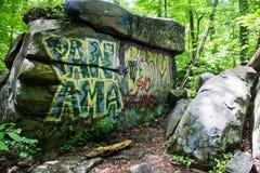 Βράχοι γκράφιτι Στοκ φωτογραφία με δικαίωμα ελεύθερης χρήσης