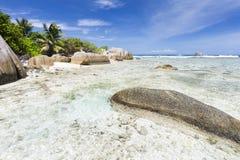Βράχοι γρανίτη και τέλεια παραλία, Λα Digue, Σεϋχέλλες Στοκ φωτογραφία με δικαίωμα ελεύθερης χρήσης
