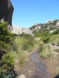 Βράχοι γρανίτη με τη μεσογειακή βλάστηση, κοιλάδα φεγγαριών, Valle della Luna, Capo Testa, Santa Τερέζα Gallura, βράχοι W ItalyGr Στοκ φωτογραφίες με δικαίωμα ελεύθερης χρήσης
