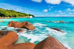 Βράχοι γρανίτη στην παραλία Anse Λάτσιο Οι Σεϋχέλλες Στοκ Εικόνες