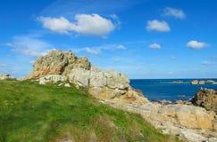 Βράχοι γρανίτη στην όμορφη παραλία Στοκ Εικόνες