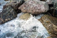 Βράχοι θάλασσας Εικόνα χρώματος Στοκ φωτογραφία με δικαίωμα ελεύθερης χρήσης